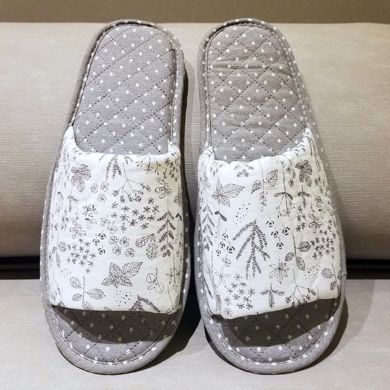 Quilted Dots and Flowers Slides